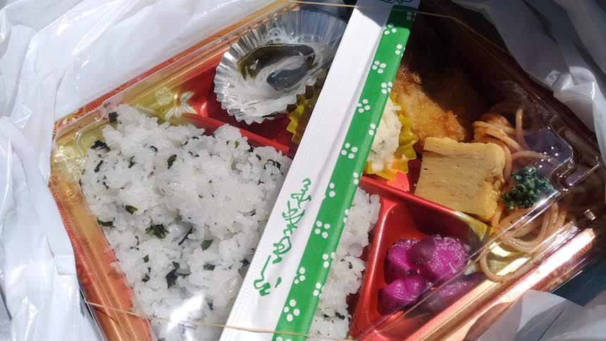 浜焼き 栄鮮魚の「魚のフライ弁当」